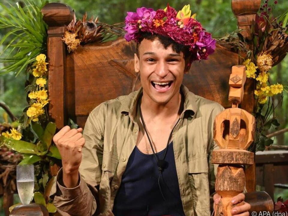Stolzer Dschungelkönig Prince Damien
