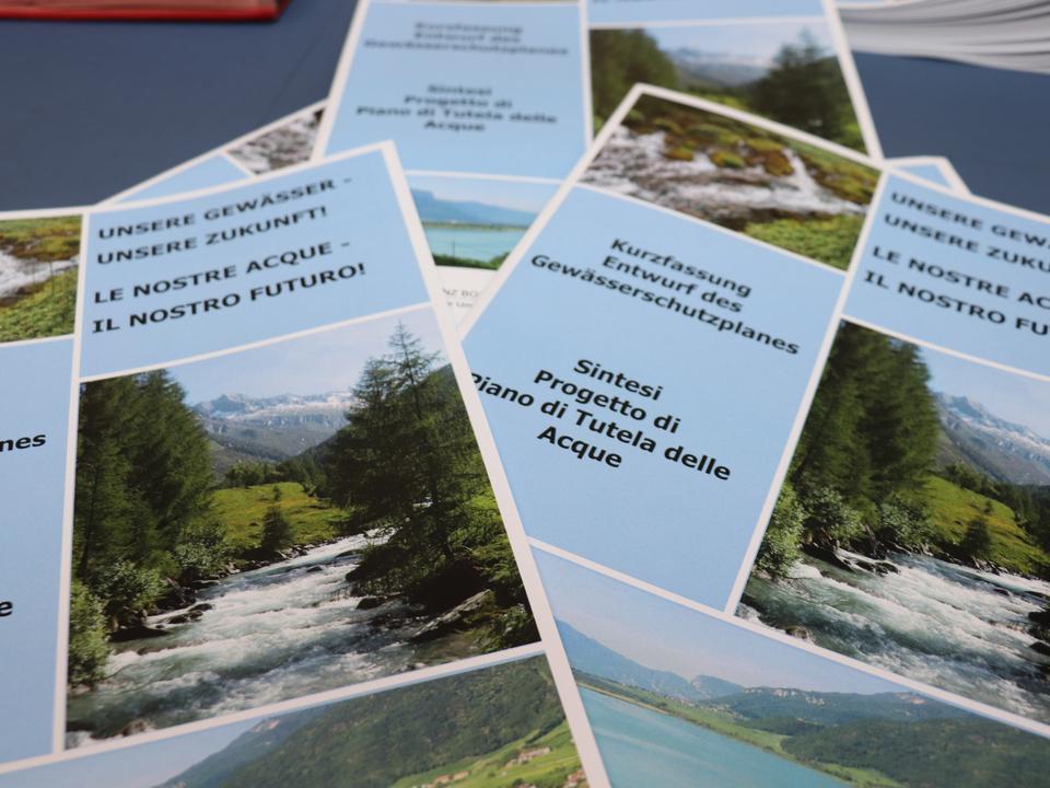 1057284_Piano_acque_brochure_(1)