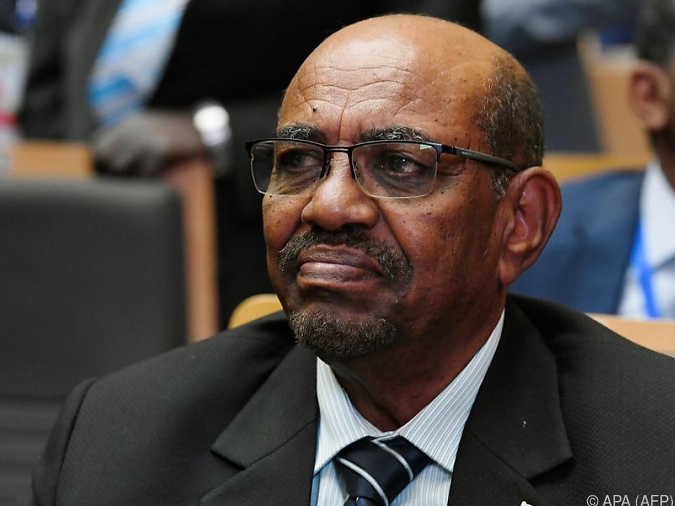 Bashir muss sich für seine Taten vor Gericht verantworten