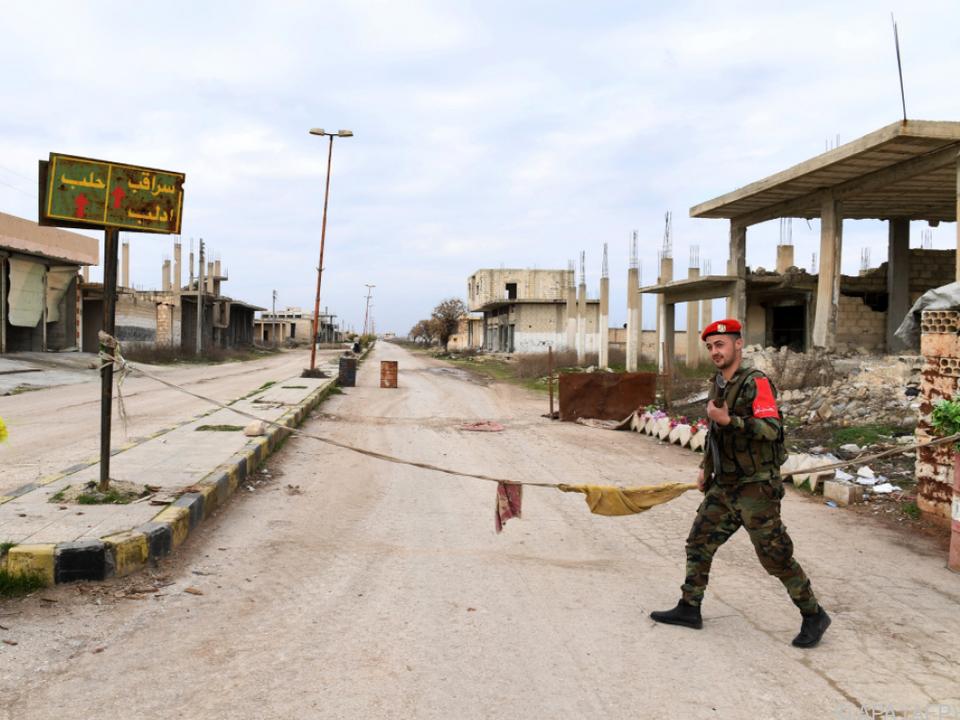 Beinahe menschenleere Straßen in Saraqeb