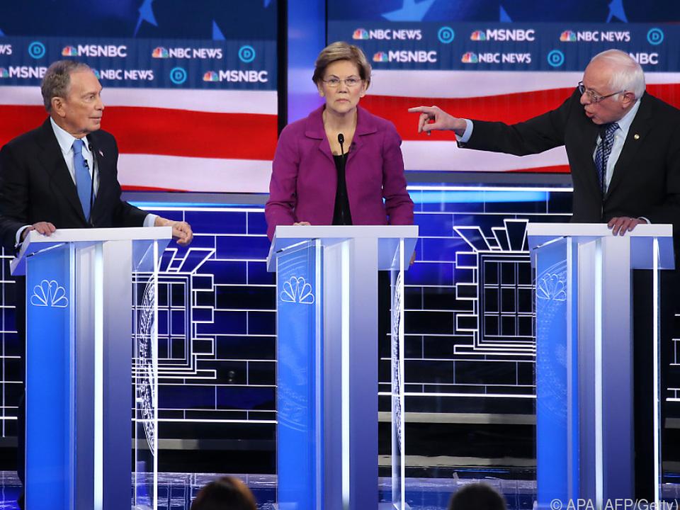 Bloomberg, Warren und Sanders während der TV-Debatte