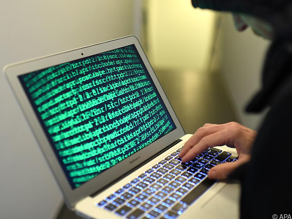 hacker internet cyber laptop Das Außenamt war einen Monat lang einem Cyberangriff ausgesetzt