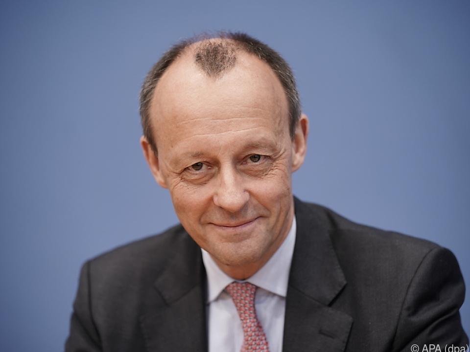 Der Ex-CDU/CSU-Fraktionschef ist der dritte offizielle Bewerber