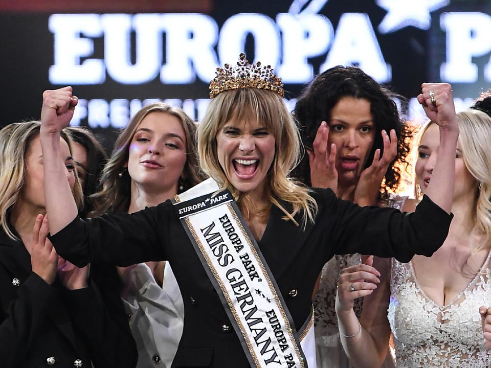 Die 35-Jährige freut sich über die Krone