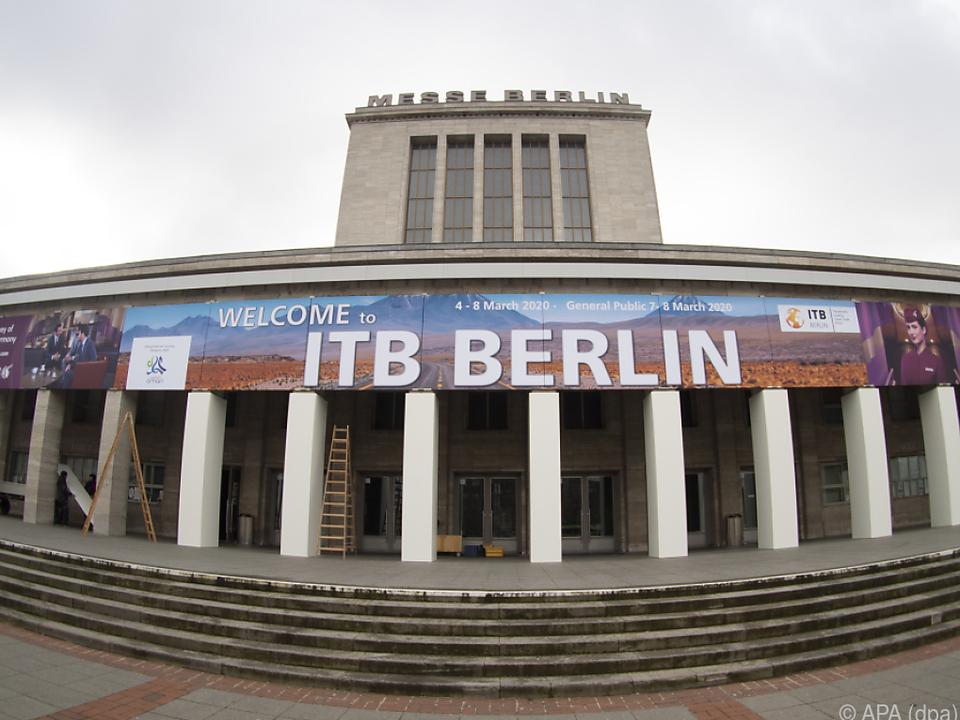 Die Dekoration für die ITB kann wieder abgenommen werden