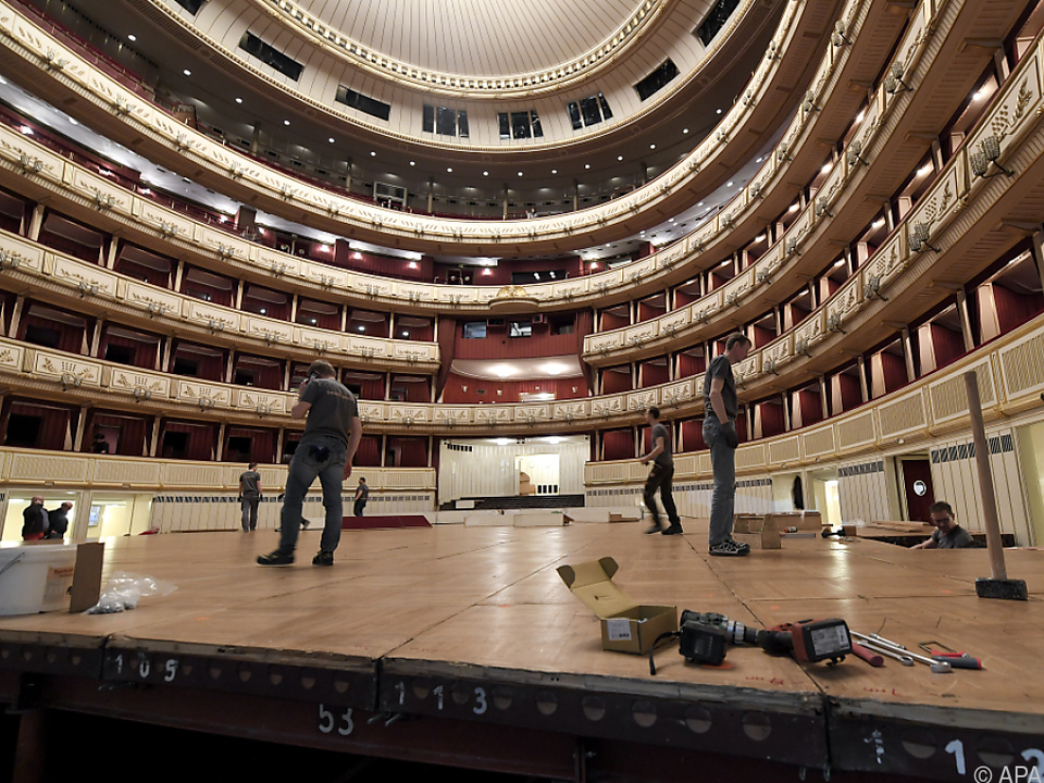 Die Oper wird in den wohl schönsten Ballsaal verwandelt
