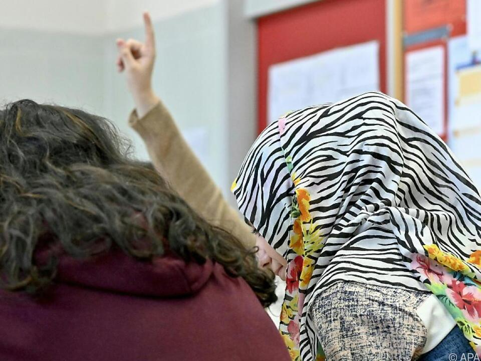 Die Regierung plant ein Kopftuchverbot an Schulen bis 14