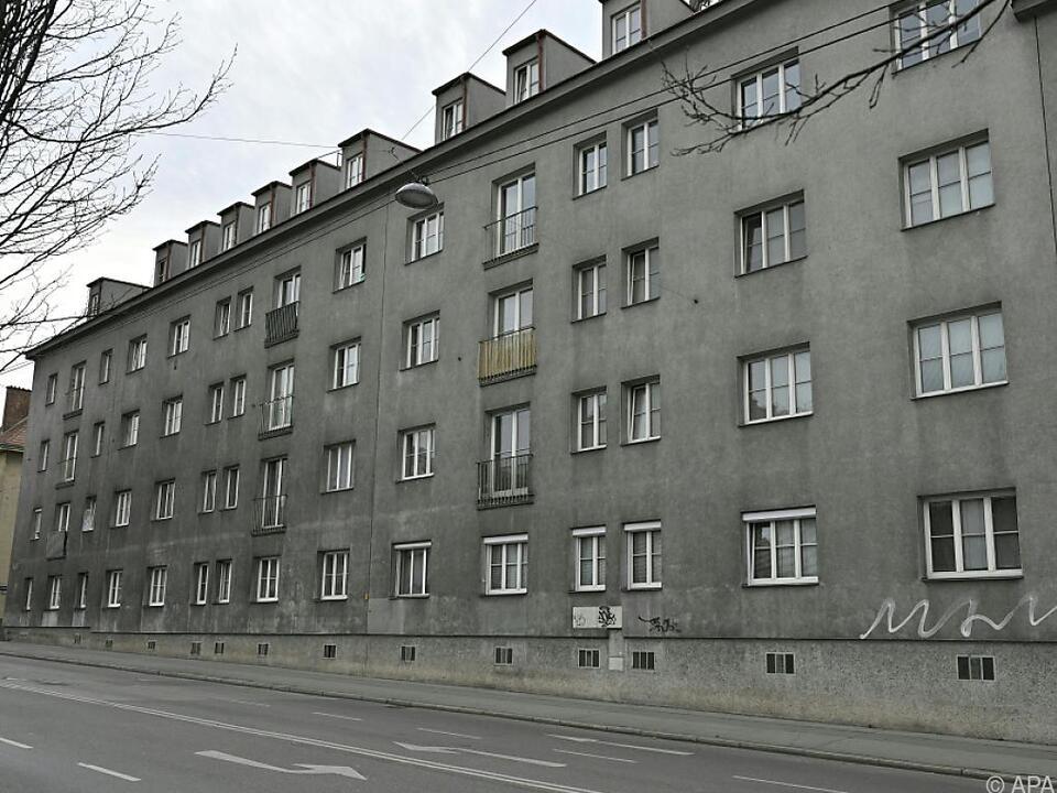 Die Zweijährige war in Wien-Ottakring aus einem Fenster gestürzt
