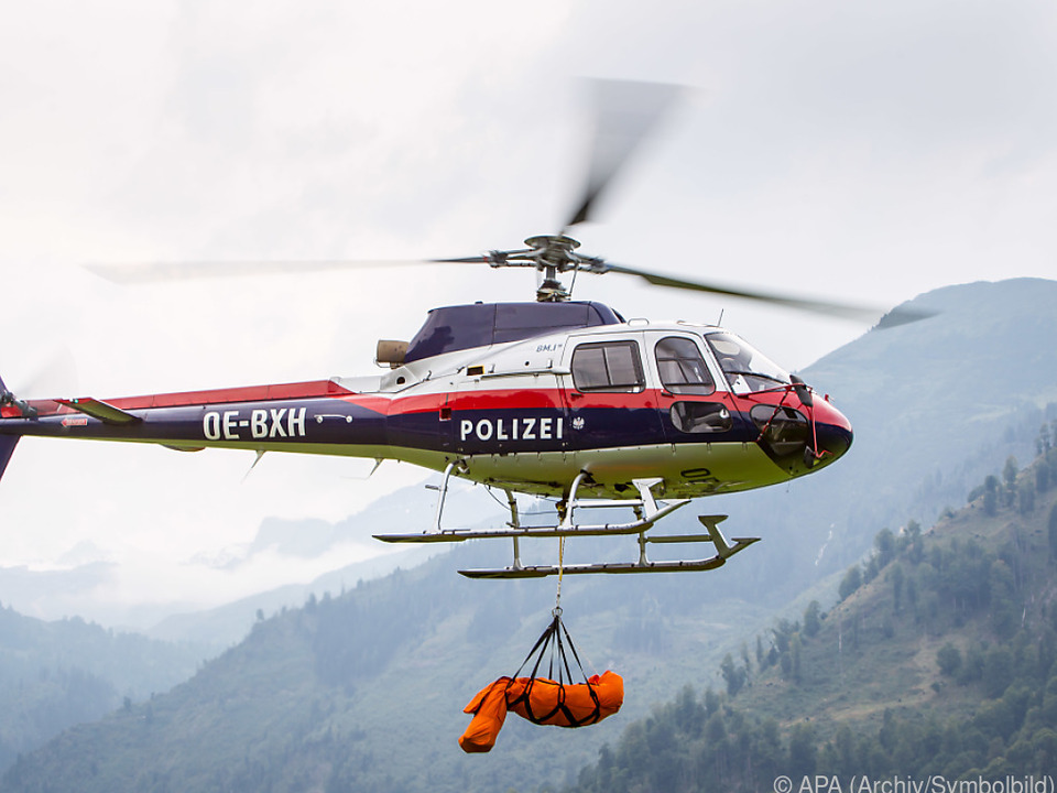 Ein Helikopter barg die Leiche