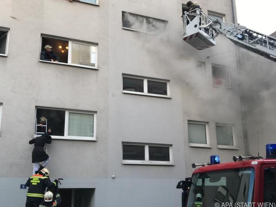 Ein Mann und eine Frau erlitten schwere Rauchgasvergiftungen