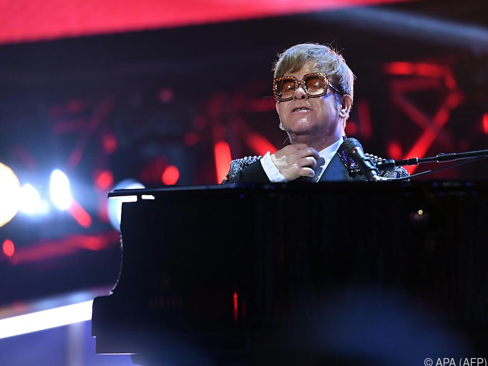 Elton John leidet an einer leichten Lungenentzündung