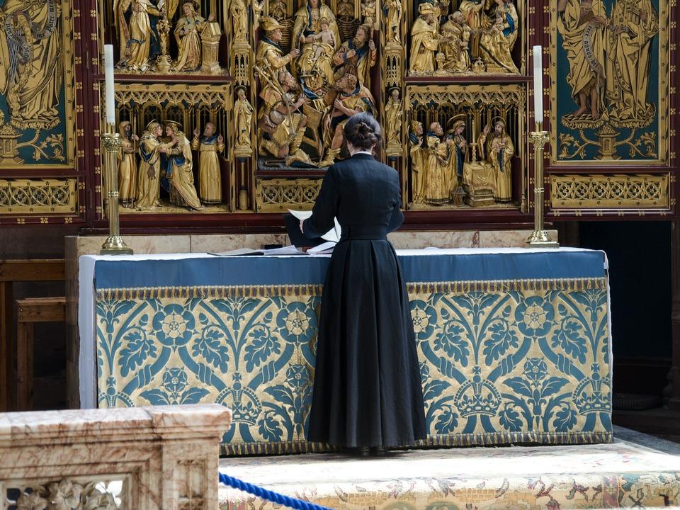 Frau Pastor Priester