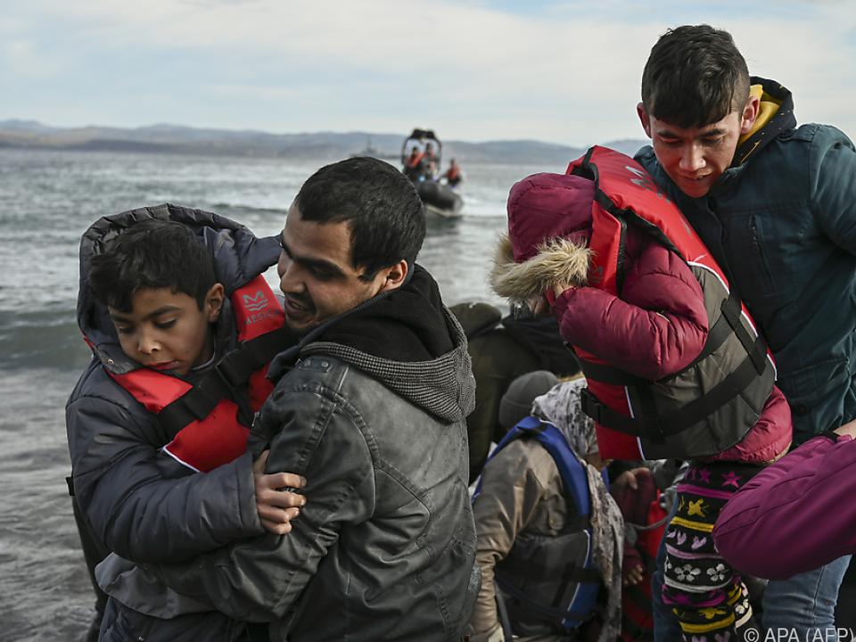 Flüchtlinge kommen auf der griechischen Insel Lesbos an