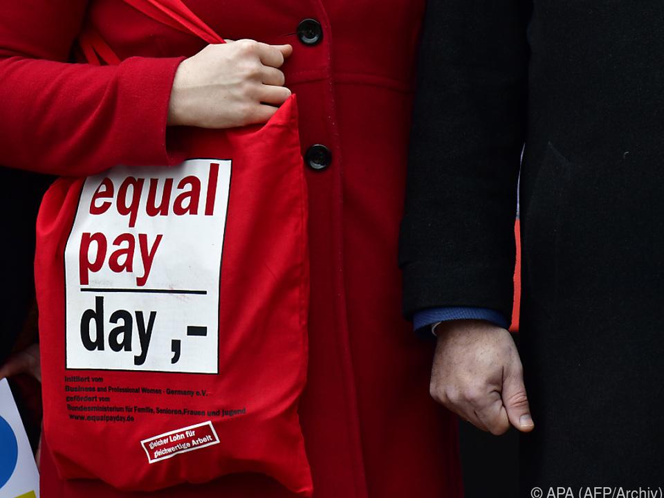 Frauen verdienen durchschnittlich um 15,2 Prozent weniger als Männer