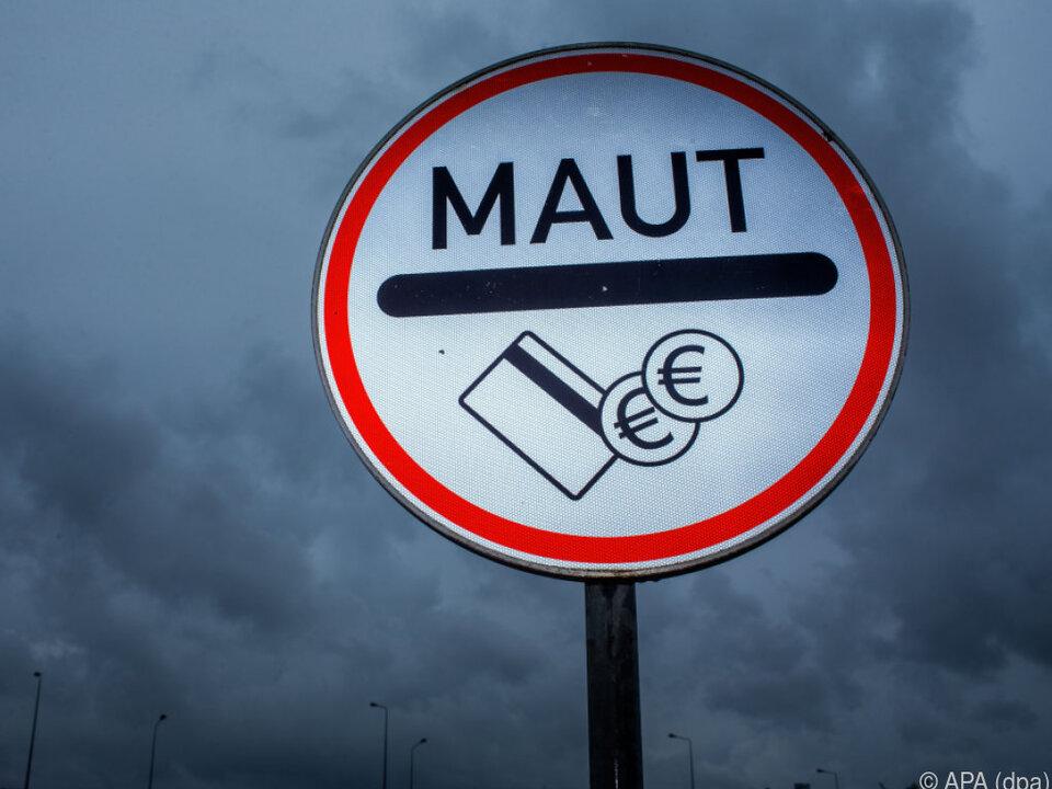 Geplatzte deutsche Pkw-Maut zieht Rechtsstreit nach sich