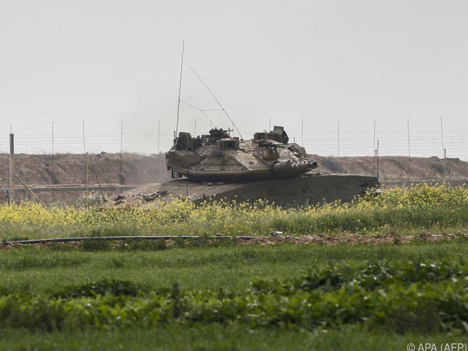 Israelischer Panzer in der Nähe der Gaza-Grenze
