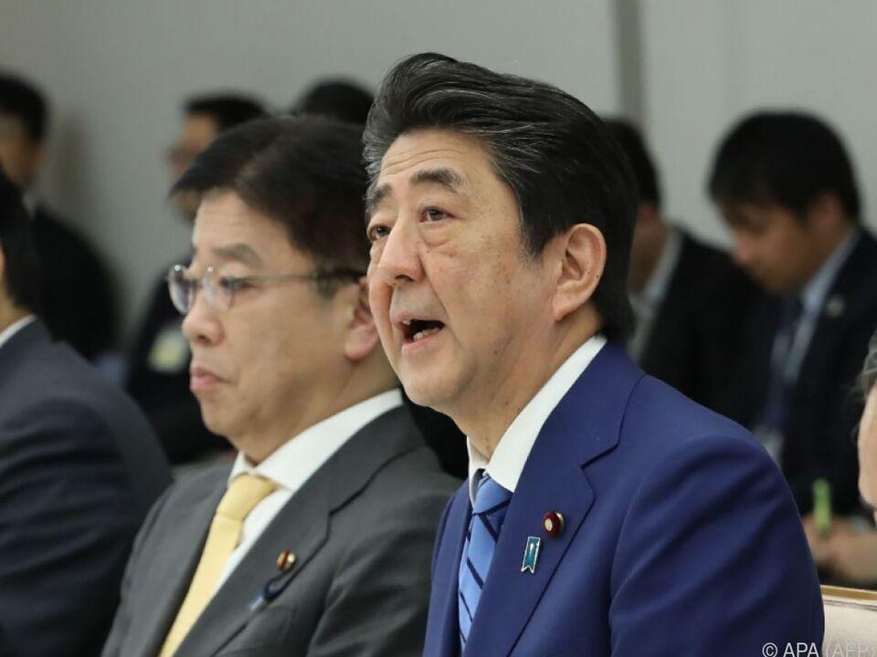 Japans Premier Shinzo Abe verordnet Schließung der Schulen