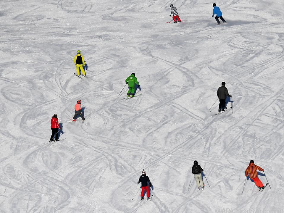 Jede Menge Kollisionen auf den Pisten Salzburgs ski skifahren sym winter sport schnee