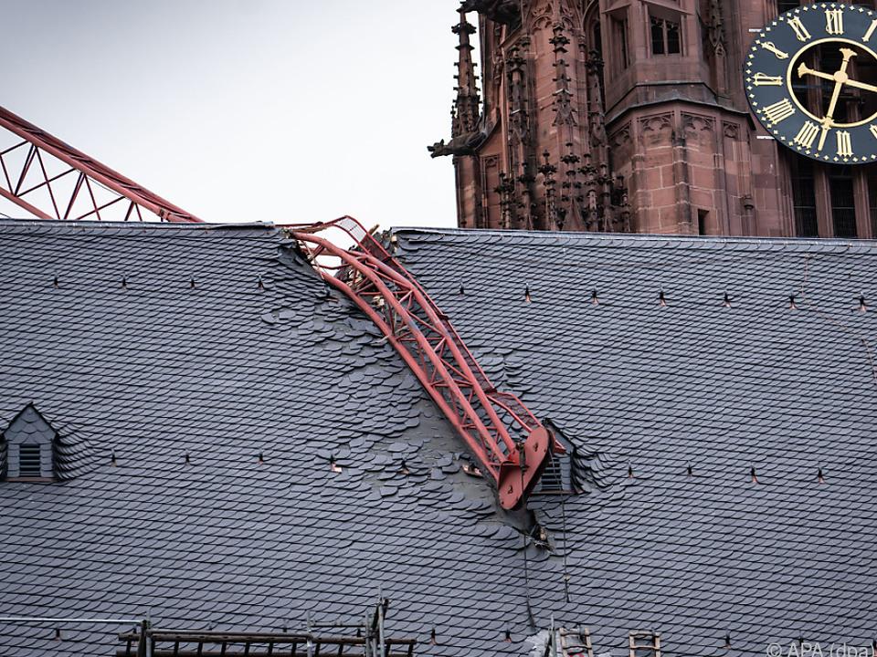 Kranausleger stürzte auf den Frankfurter Dom