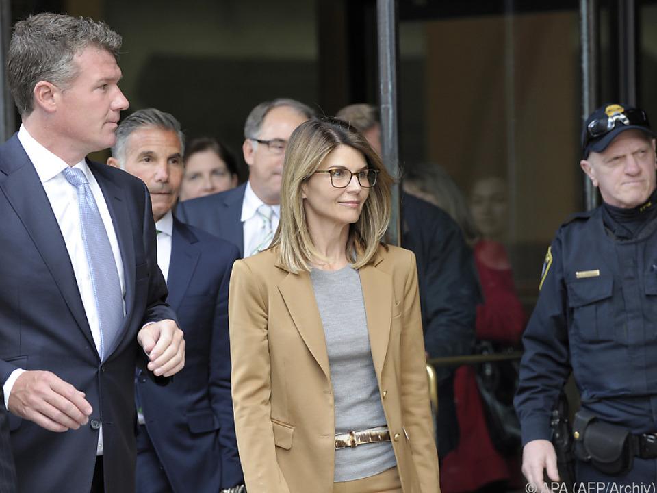 Loughlin muss sich zusammen mit ihrem Ehemann vor Gericht verantworten