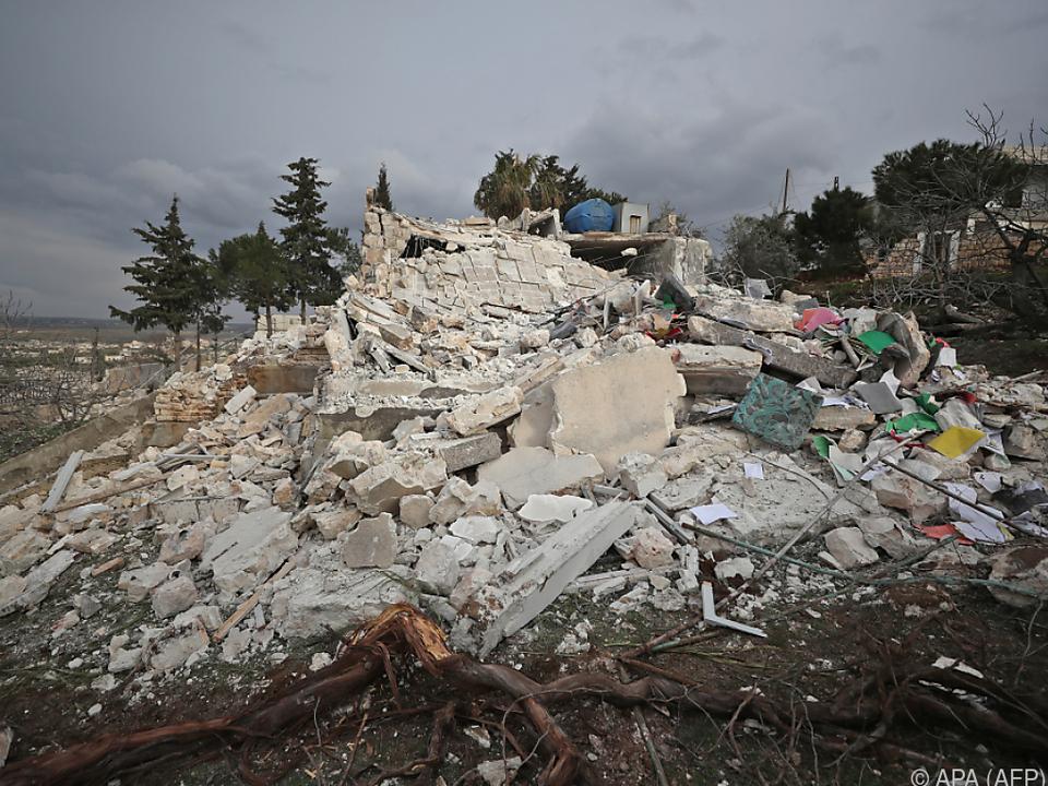 Luftangriffe lassen Zerstörung in Idlib zurück