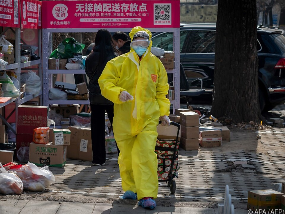 Menschen in China versuchen sich vor dem Virus zu schützen