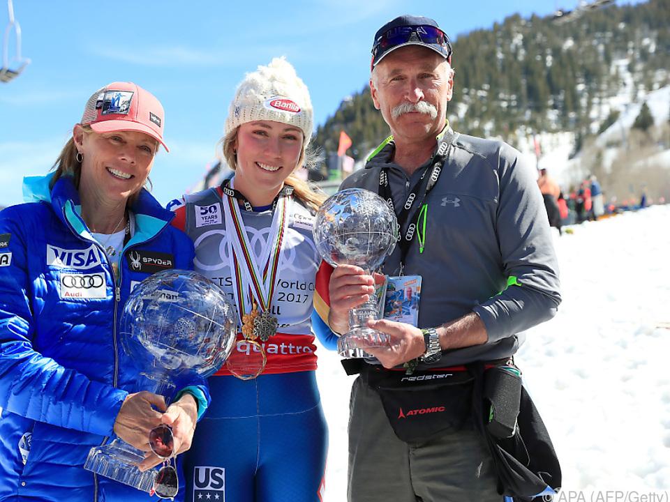 Mikaela Shiffrin im Jahr 2017 mit Mutter Eileen und Vater Jeff