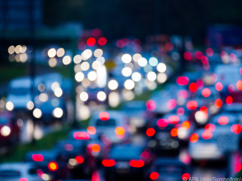 Pkws machten 72 Prozent aller Fahrzeuge in Österreich aus verkehr sym a22 stau diesel