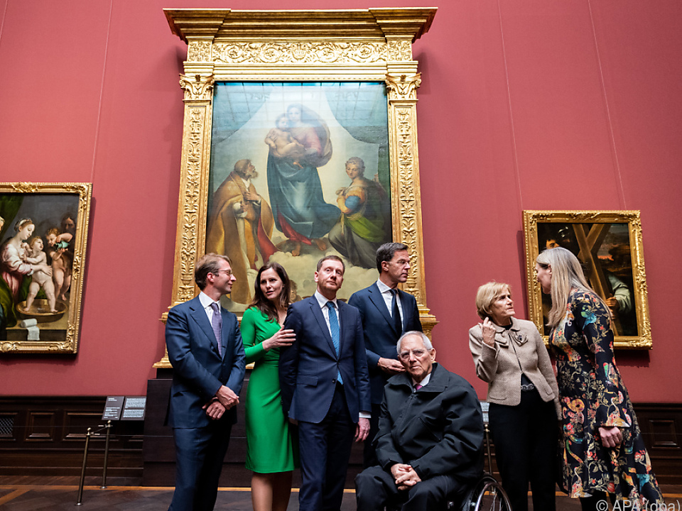 Polit-Prominenz bei Wiedereröffnung der Gemäldegalerie in Dresden