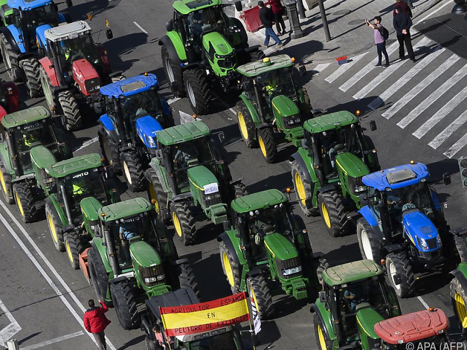 Rund 900 Traktoren und 10.000 Teilnehmer demonstrierten