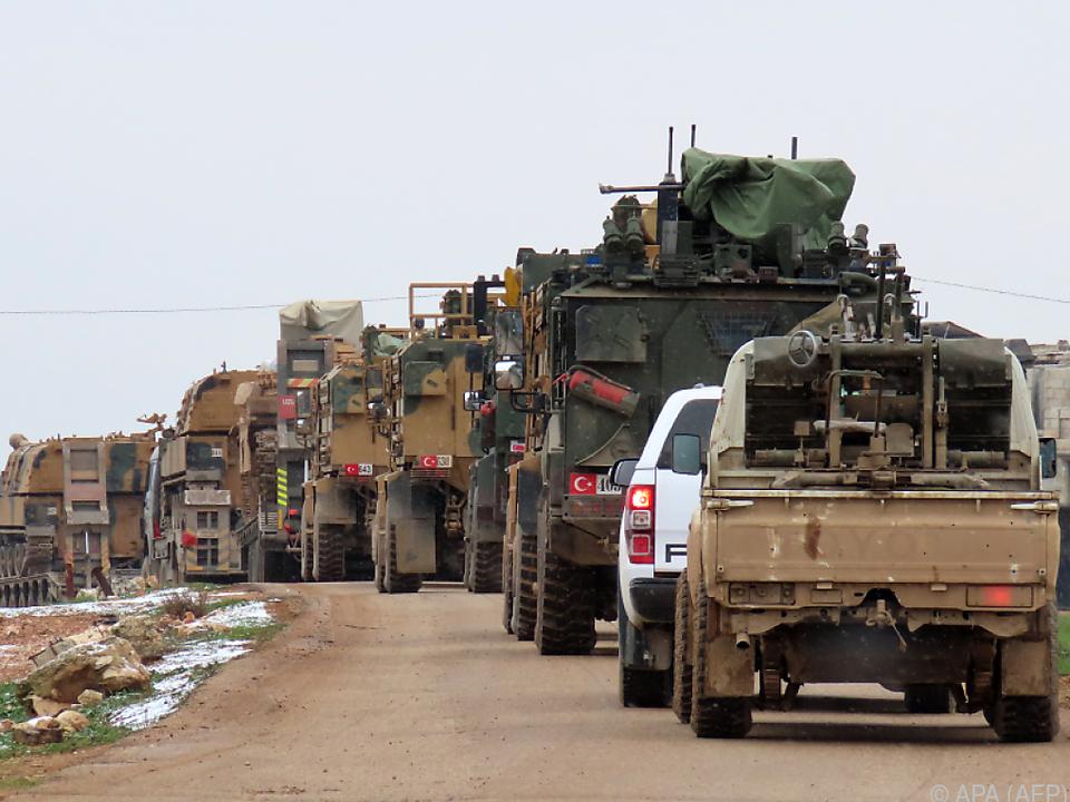 Türkische Militärfahrzeuge in Idlib
