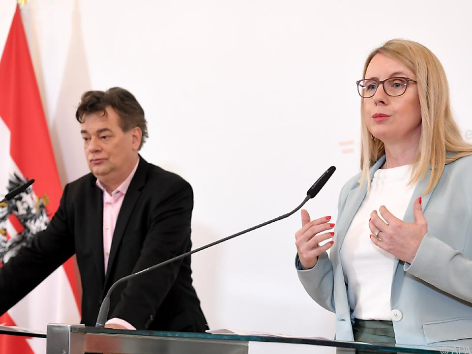 Werner Kogler und Margarete Schramböck nach dem Ministerrat