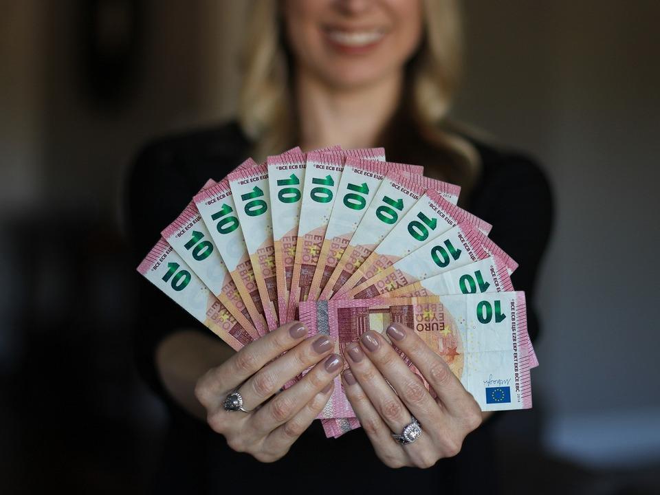Frau Geld