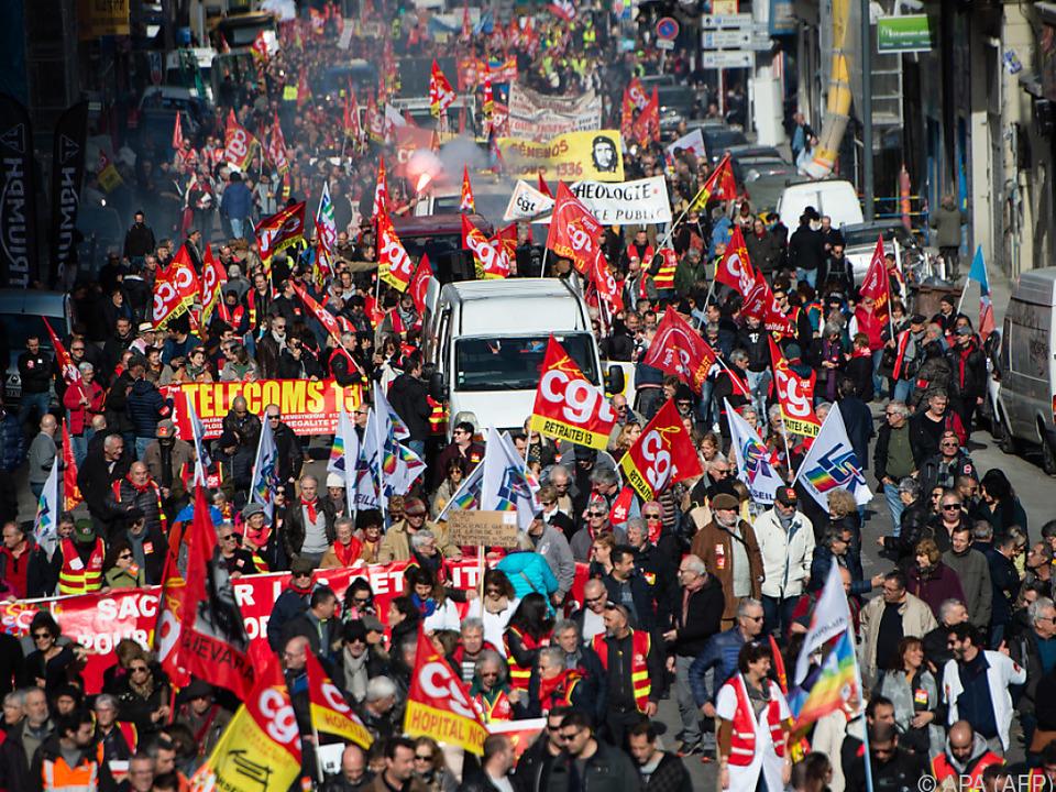 Zehntausenden Menschen gingen in Frankreich auf die Straße