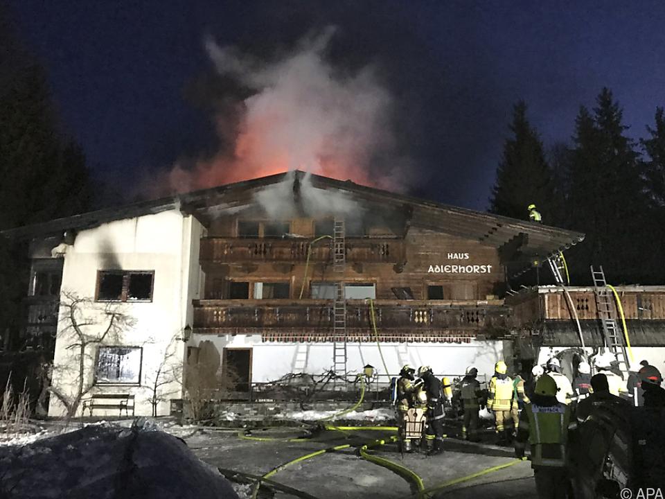 Zunächst brannte ein Stadel, ehe die Flammen auf das Haus übergriffen