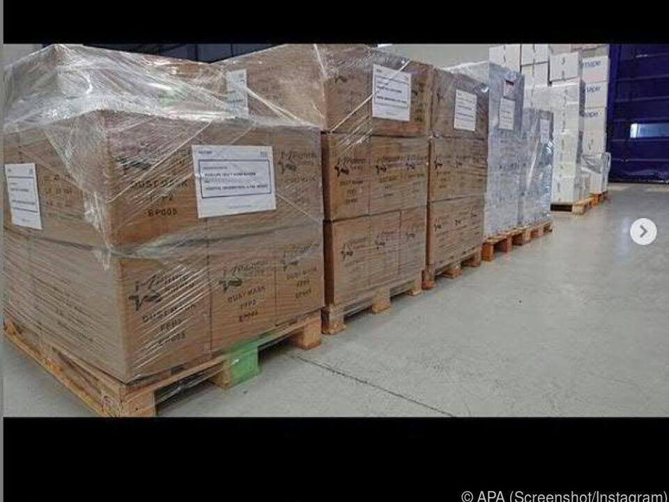 100.000 Paar Handschuhe und 20.000 chirurgische Masken
