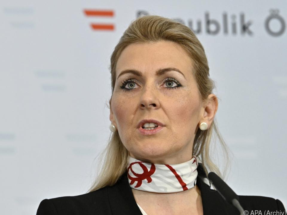 Arbeitsministerin Aschbacher setzt während Pandemie auf Kurzarbeit