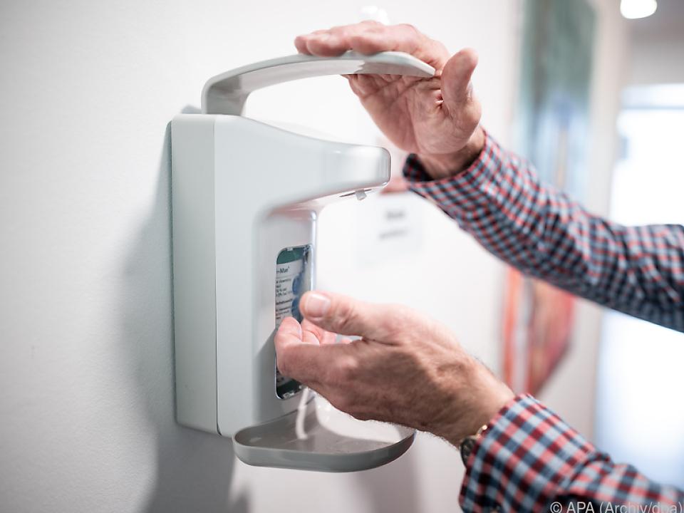Bereitstellen von Desinfektionsmitteln als Maßnahme