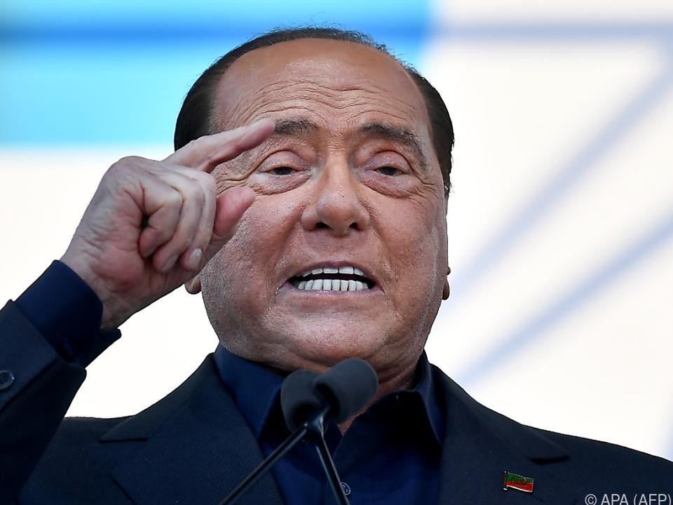 Berlusconi hat schon eine neue (junge) Frau an seiner Seite