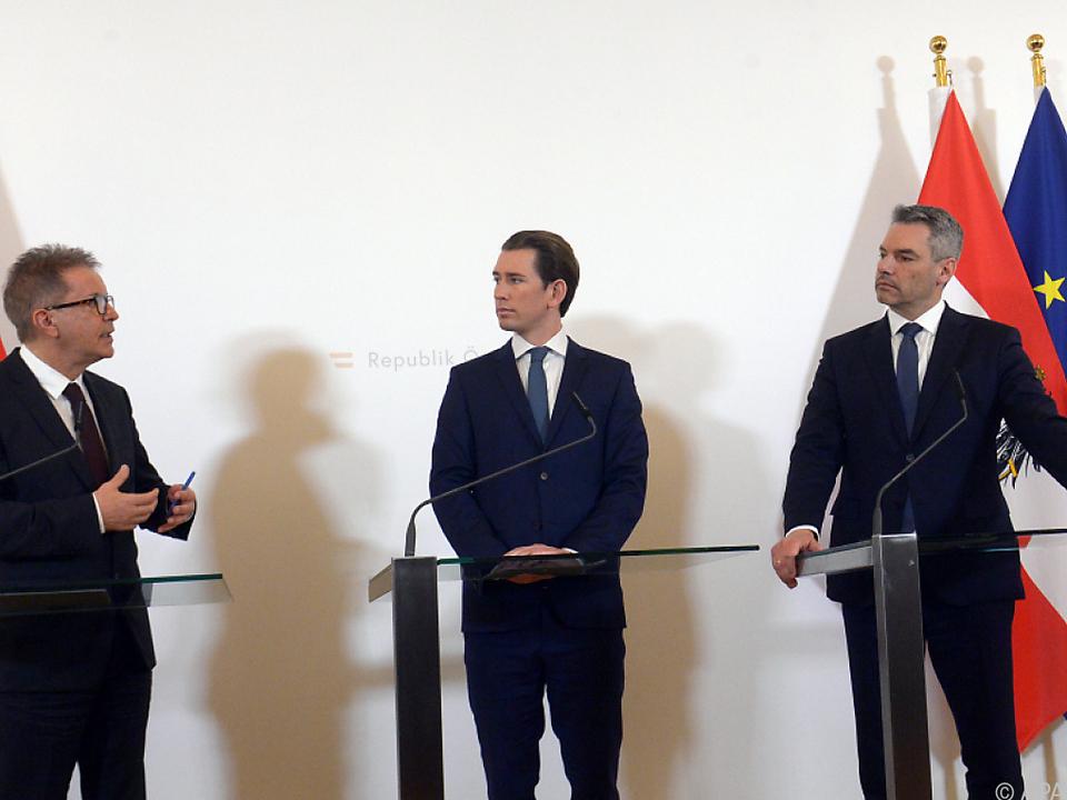 Bundeskanzler Kurz zwischen den Ministern Anschober und Nehammer