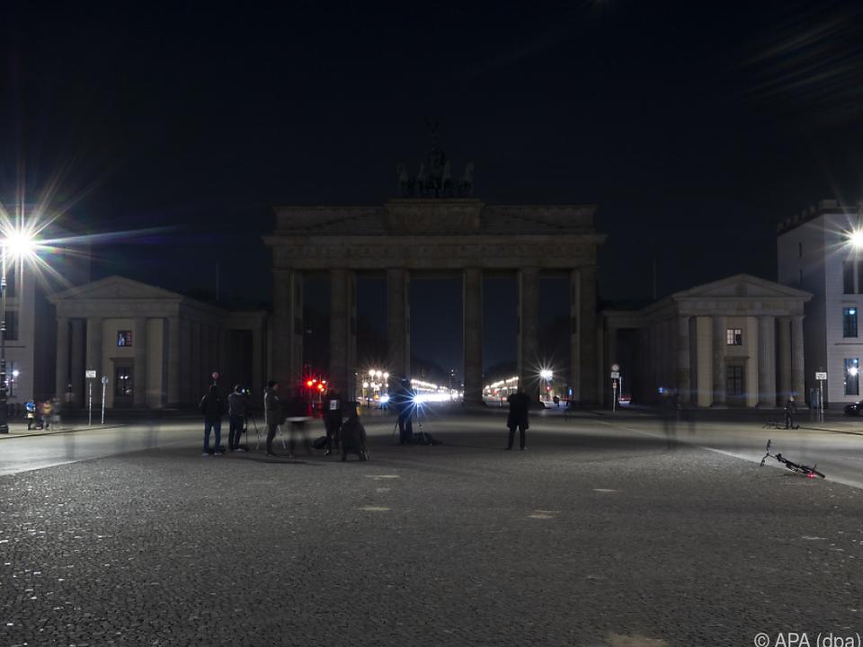 Das Brandenburger Tor während WWF-Aktion \