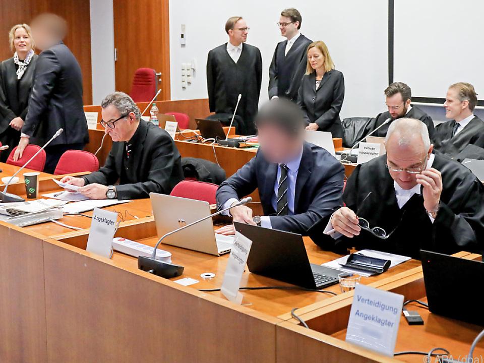 Den Angeklagten wird ein Steuerschaden von 447,5 Mio. Euro vorgeworfen