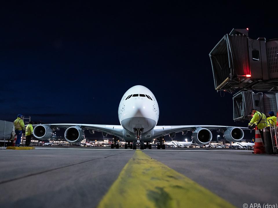 Der Jumbojet landete - von Bangkok kommend - in Frankfurt