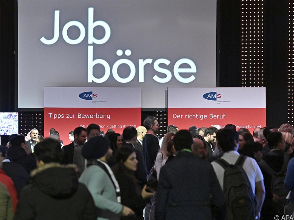 """Derzeit sind etwa 35.000 Asylberechtigte auf Arbeitssuche"""""""