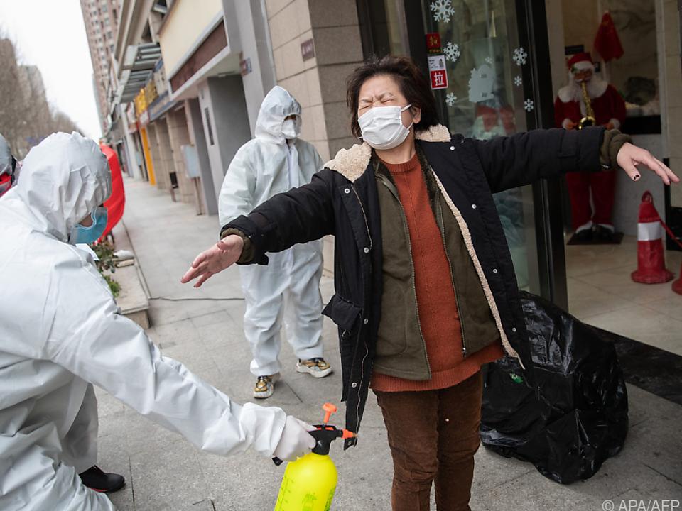 Drastische Desinfektionsmaßnahmen in Wuhan zeigen Wirkung