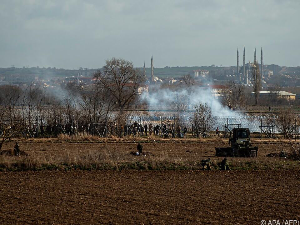 Es kommt im wieder zu Attacken mit Tränengas und Rauchbomben