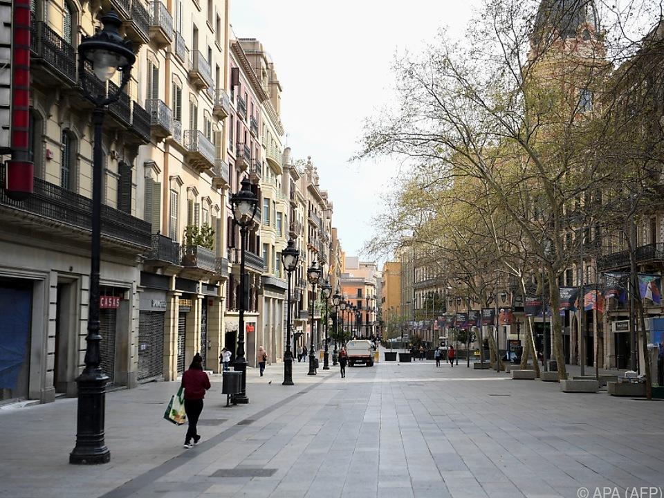 Fast menschenleere Einkaufsstraße in Barcelona