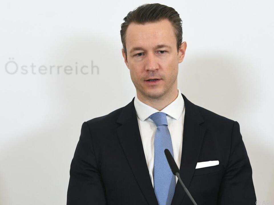 Finanzminister Blümel spricht von einer \