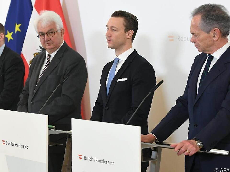 Finanzminister Blümel versucht zu beruhigen