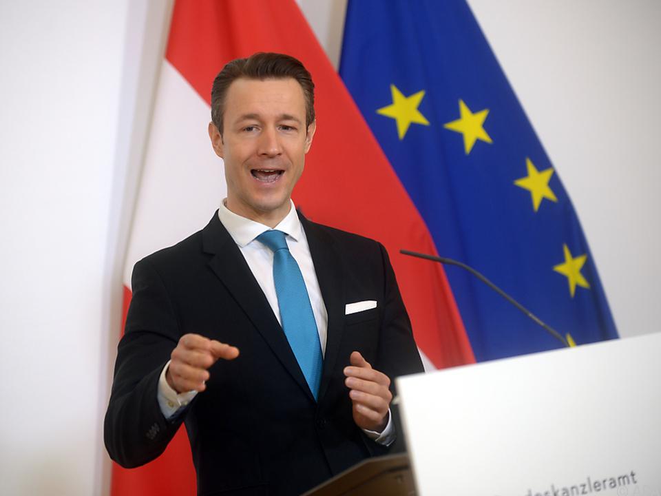 Finanzminister Blümel verweist auf bestehende Rettungsmechanismen